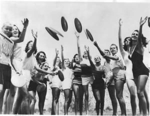 frisbee chicks 1959